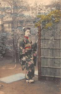 Japan Geisha Girl in Garden Vintage Postcard JD228066