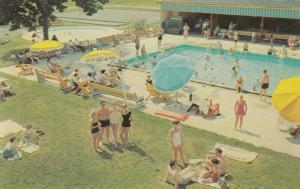 BUSHKILL , Pennsylvania, 50-60s ; The Swimming Pool at Fernwood