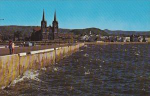 La mer au quai de St Anne des Monts Gaspe Nord Quebec Canada