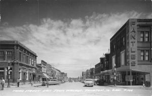 Yankton SD~Third Street East @ Walnut~Fantles~City Club Beer~1940s Cars~RPPC