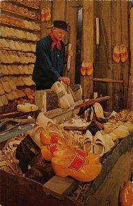 Netherlands Aalsmeer Fabricant de Sabots Woodenshoemaker Postcard