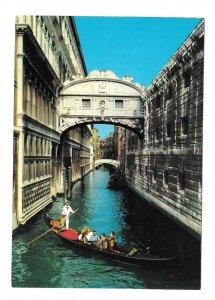 Italy Venezia Venice Bridge of Sighs Ponte Sospiri Gondola Canal 4X6 Postcard