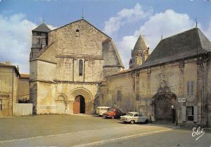 France Saintes Eglise de Saint Palais, L'Abbaye des Dames Voitures Auto Cars