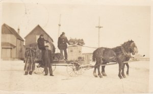 RP: MOOSE JAW , Saskatchewan , Canada , 1909 ; Band loaded into wagon