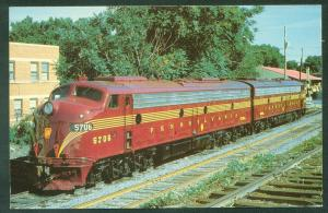 Pennsylvania Railroad E-8A Units 5706 5898 Blue Mountain Reading Train Postcard