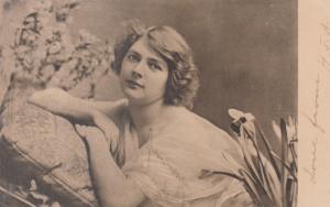 Woman & Flowers , 1904 ; TUCK 626