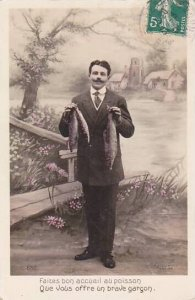 1er Avril April Fool's Day Man Holding Fish Fish 1910