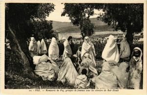 CPA Fez Remparts de Fez, groupe de femmes MAROC (824717)