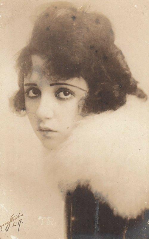 RP: Female Portrait  , 00-10s : #14