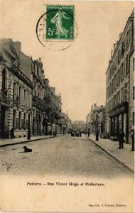 CPA POITIERS - Rue Victor Hugo et Prefecture (255706)