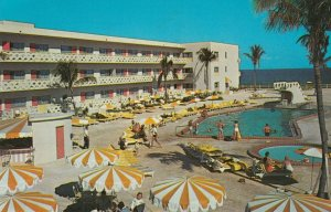 HOLLYWOOD , Florida , 1966 ; SunSpa Hotel , Swimming Pool