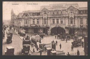 108884 LONDON Victoria Station RAILWAY & SIGNBOARDS Vintage PC