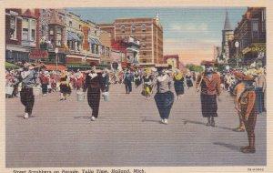 HOLLAND , Michigan , 30-40s ; Tulio Parade Street Scrubbers