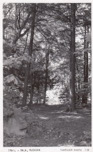 RP: MUSKOKA , Ontario , Canada , 30-40s ; Trail - Bala
