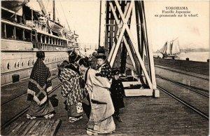 PC CPA YOKOHAMA Famille japonaise en promenade sur le wharf JAPAN (a8582)