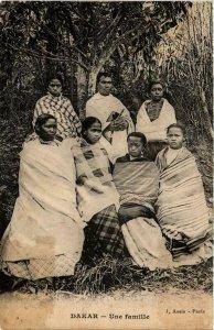CPA AK Dakar- Une famille, SENEGAL (761701)