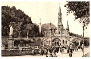 France Lourdes La Basilique et la Viege Couronnee
