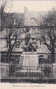 TREGUIER , France , 00-10s ; La Statue d'Ernest Renan