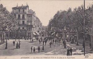 France Avignon La Place de l'Hotel de Ville et la Rue de la Republique
