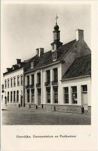 CPA AK Ijzendijke Gemeentehuis en Postkantoor NETHERLANDS (728906)