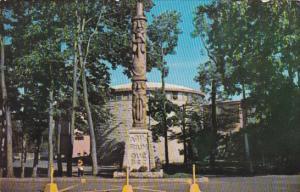 Totem Pole , Aquarium de Quebec , Canada , PU-1964