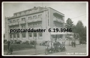 3946 - CZECHIA Lazne Belohrad 1950 Hotel. Old Cars Motorcycles. Real Photo PC