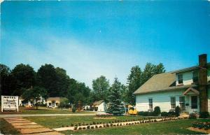 Wellsboro Pennsylvania~Garden Cottages Motel~1950s Postcard