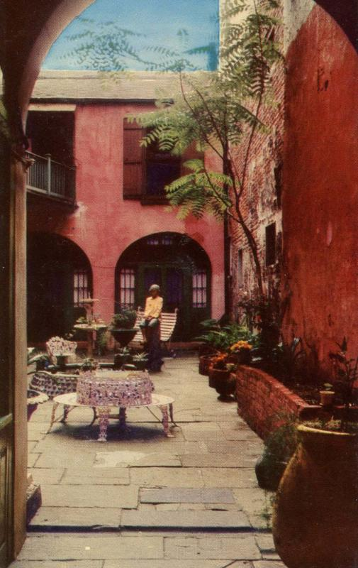 LA - New Orleans. Spanish Courtyard