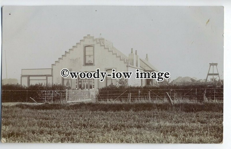 tp9194 - Kent - Early View of Unknown Residence from Fields c1909  - postcard