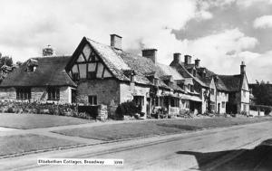 UK - England. Broadway. Elizabethan Cottages - RPPC