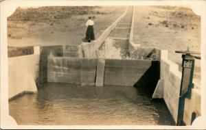 Vtg Carte Postale Cppr 1910s Cyko - Agriculture Inspection De Irrigation Dam &