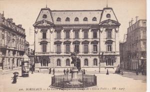 BORDEAUX, Gironde, France, La Caisse d'lepargue et le Gnoupe de Gloria Victu...