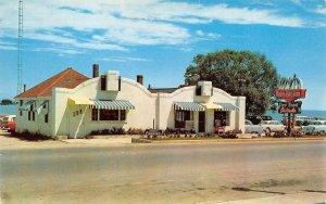 BELLE ISLE FINER FOODS St. Ignace, MI Roadside 1957 Vintage Postcard