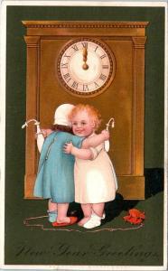 NEW YEARS GREETINGS Postcard 2 BABIES HUG by CLOCK 1910 PFB Embossed