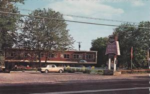 Exterior View, The Modern Motel, St. Lawrence River, Brockville, Ontario, Can...