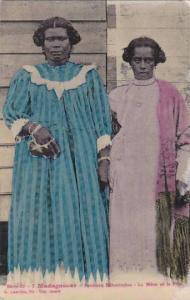 Madagascar Femmes Betanimena La Mere et la File