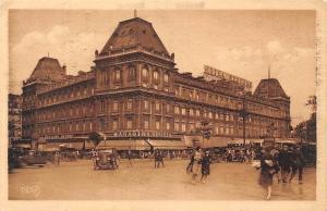 France Les Jolis Coins de Paris, L'Hotel Moderne Voitures Vintage Cars