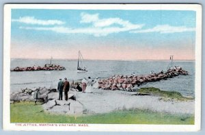 1910's ERA MARTHA'S VINEYARD*THE JETTIES*PEOPLE WATCHING BOATS*ANTIQUE POSTCARD