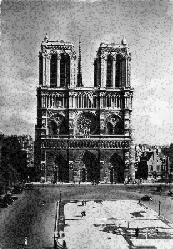 France Paris Notre Dame et Place du Parvis Church Postcard