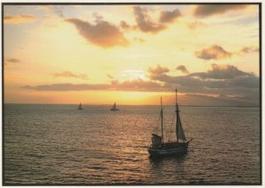 OAHU, Hawaii, 60-70s; Sunset in Hawaii, Sailboats