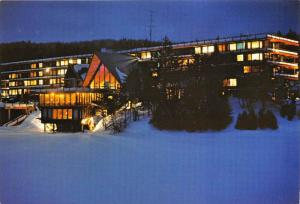 7762  VT Mount Snow   Snow Lake Lodge Hotel Night View