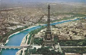 Postal 62120 : En Avion au-Dessus de Paris. La Tour Eiffel