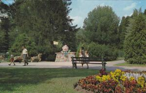 Humpty Dumpty , Storybook Gardens , LONDON , Ontario , Canada , 40-60s