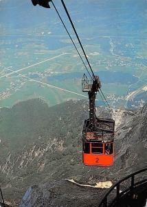 Seilbahn auf den Untersberg bei Salzburg, Tiefblick auf St Leonhard