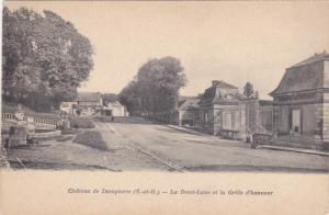 Château de Dampierre , France , 00-10s ; La Demi-Lune et la Grille d'honneur