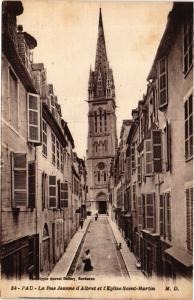 CPA PAU La Rue Jeanne d'Albret et l'Église St-MARTIN (412576)