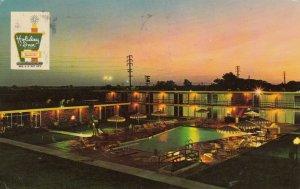 FRESNO , California, PU-1971 ; Holiday Inn at Night