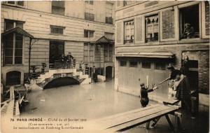 CPA PARIS INONDE 76 Le ravitaillement au Fb St-Germain (561844)