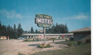 WOODSTOCK , Ontario , Canada , 1950-60s ; The Pines Motel