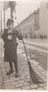RP; INNSBRUCK, Tirol, Austria, 1920's; The Old Man Of Innsbruck